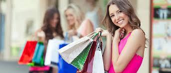 Encuesta revela razón por la que las mujeres gastan tanto dinero