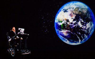 Holograma de Stephen Hawking imparte una conferencia
