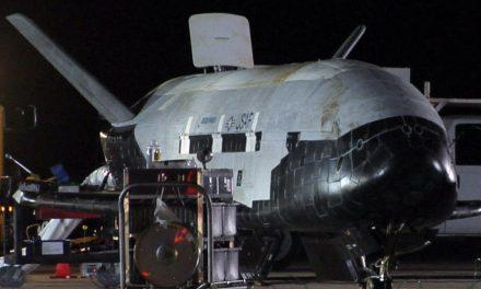 La Nave Secreta no Tripulada de los EUA regresa a Tierra
