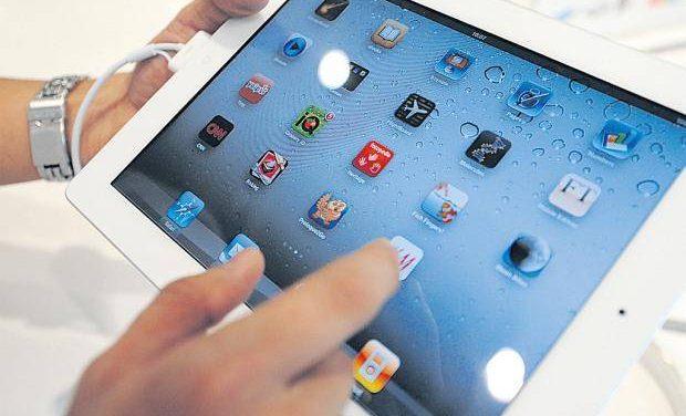 Multimillonario se comunica sólo a través de un iPad